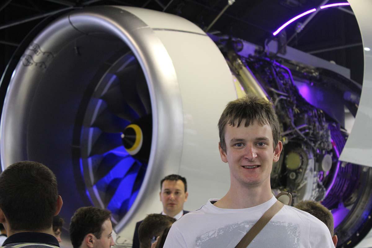 Алексей ГРИЩЕНКО на Международном авиакосмическом салоне МАКС-2015 на фоне ПД-14