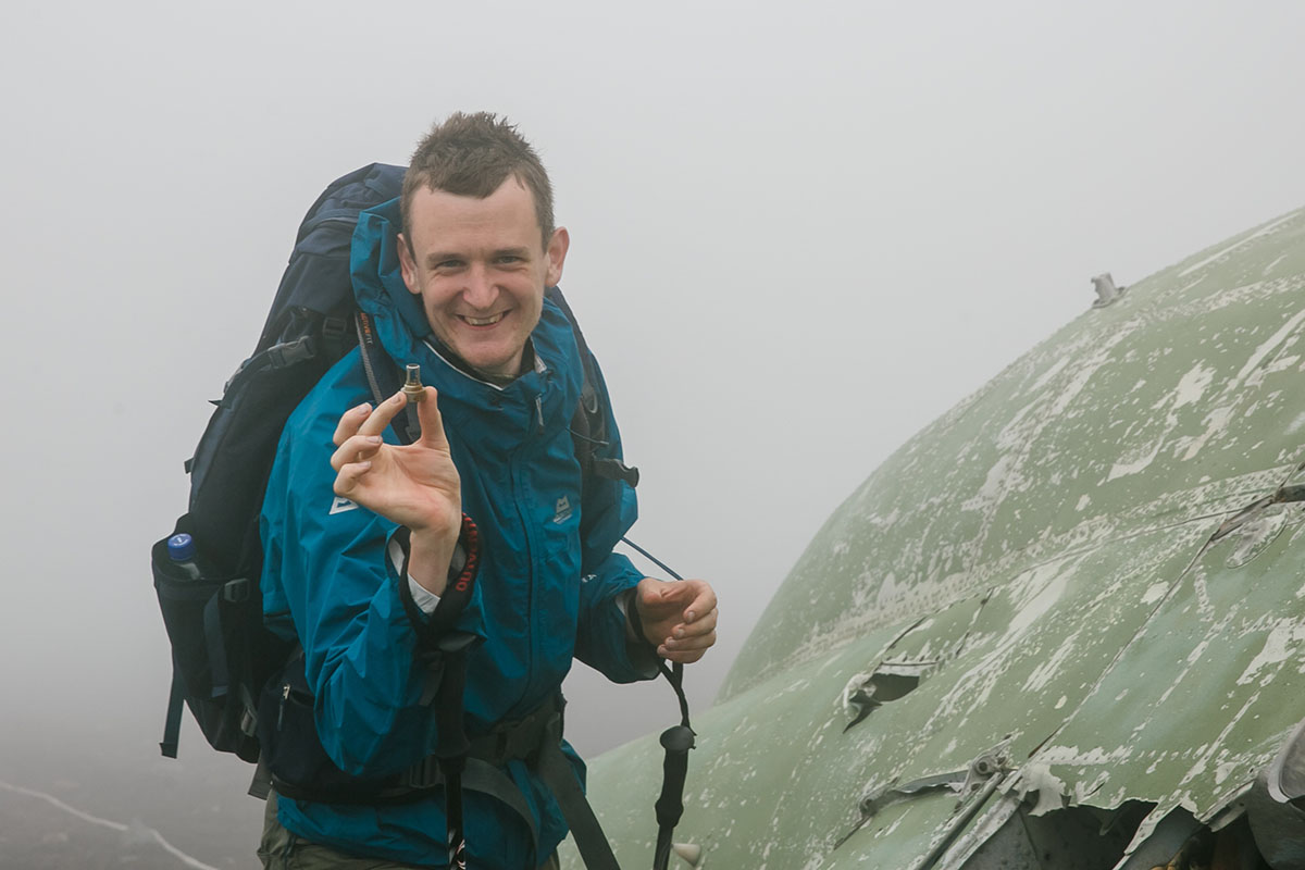 Технику и вертолеты Алексей способен обнаружить даже на вершине вулкана