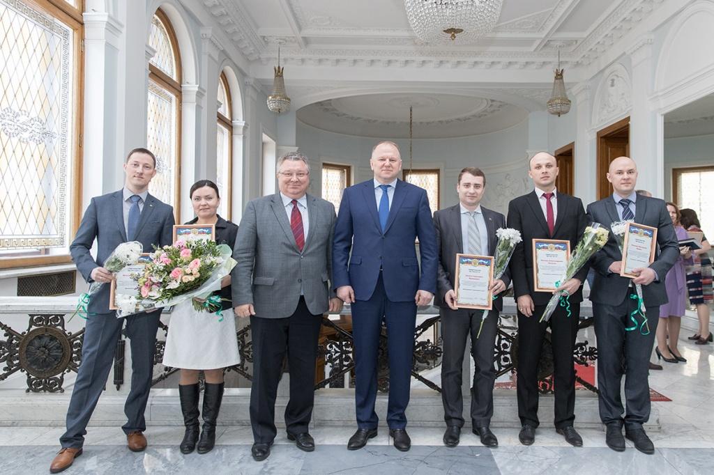 В 2017 году Максим Фролов (на фото слева) получил грант Президента Российской Федерации для молодых ученых