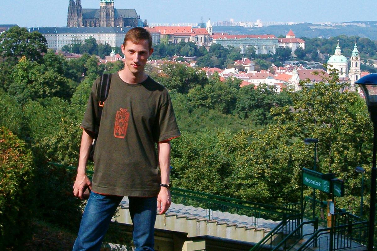 Максим Фролов во время поездки на крупную европейскую научную конференцию ENUMATH, Прага, 2003