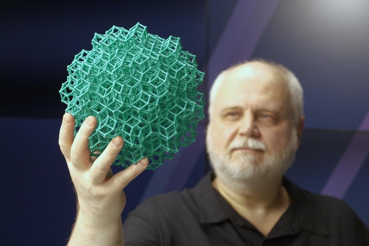 Алексей МАДИСОН: «Массовое практическое применение квазикристаллов – пока еще задача будущего»