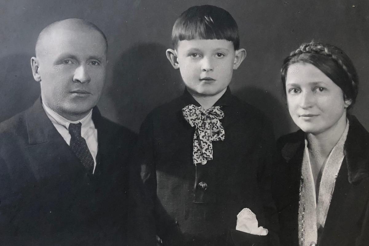 Ф.М. Лимонов с родителями
