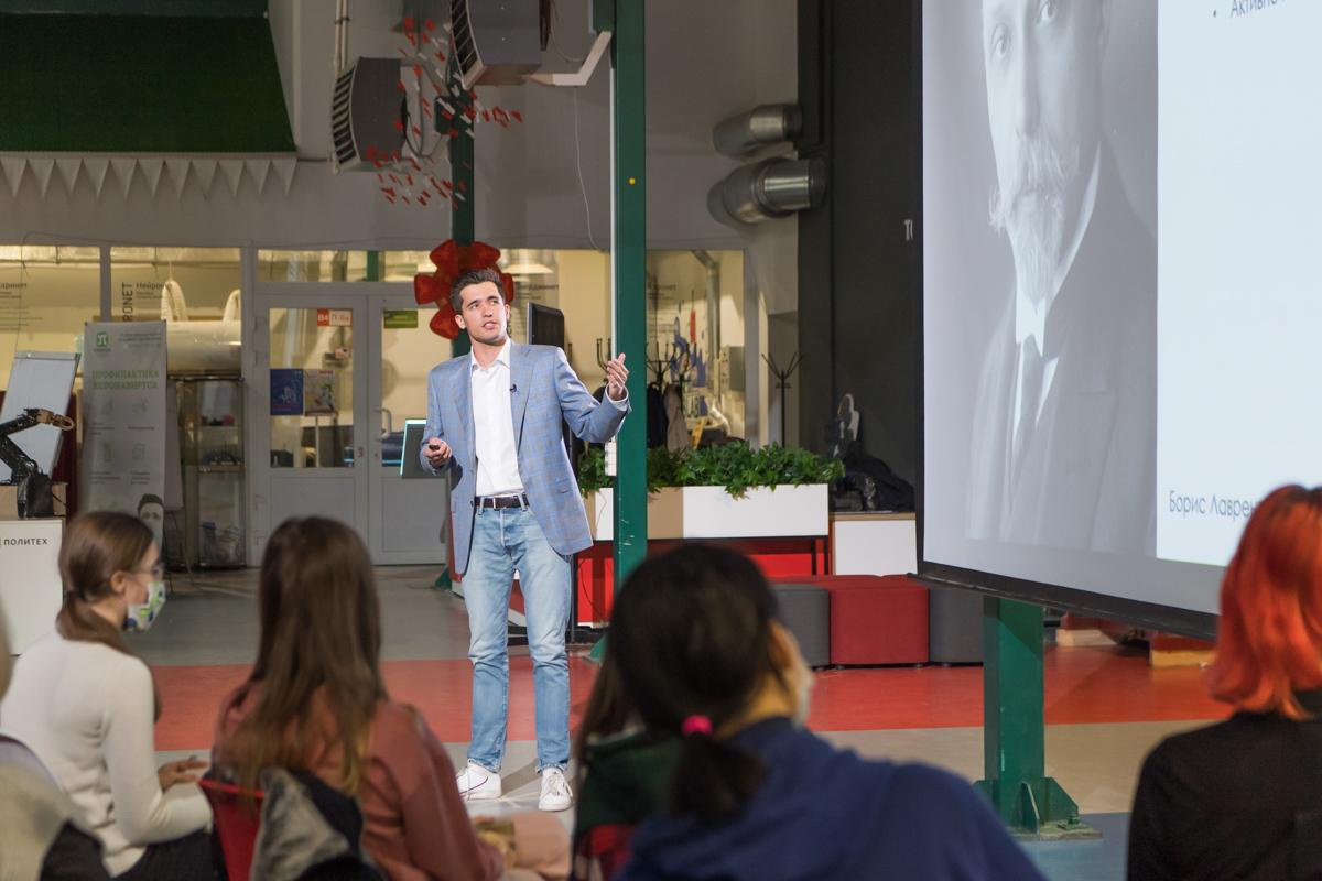 Кирилл Антонец рассказал, как можно использовать бактерий для борьбы с вредителями в сельском хозяйстве и биотехнологии