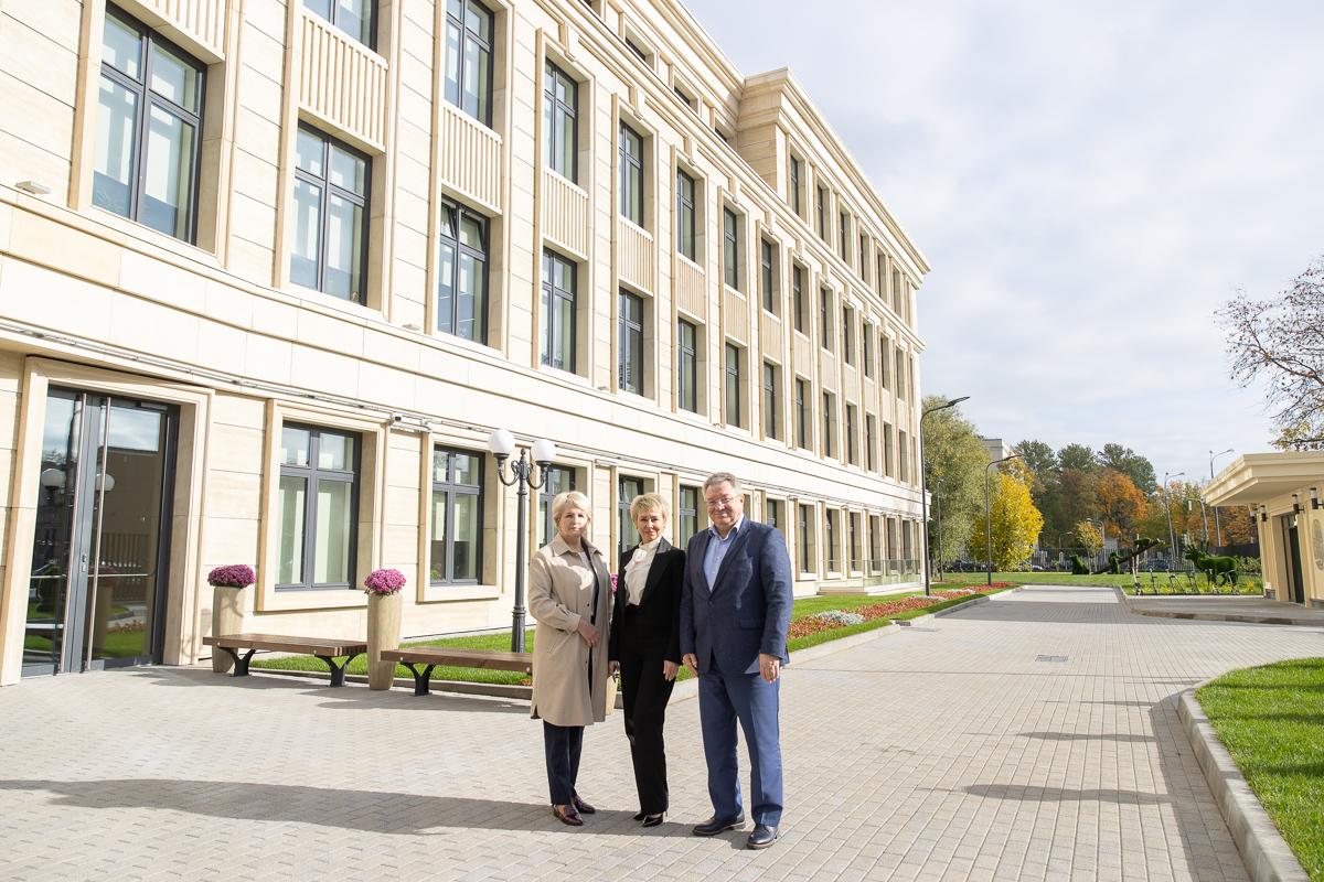 Ректор СПбПУ посетил уникальную «Газпром школу Санкт-Петербург»