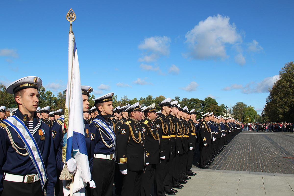 Церемония посвящения в кадеты прошла на Якорной площади в Кронштадте