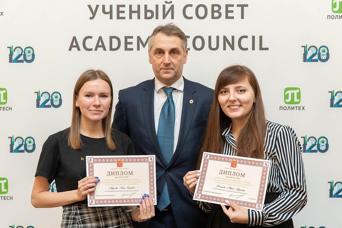 Студентки магистратуры ВШТМ: учиться на «отлично» и всё успевать вирус не мешает!