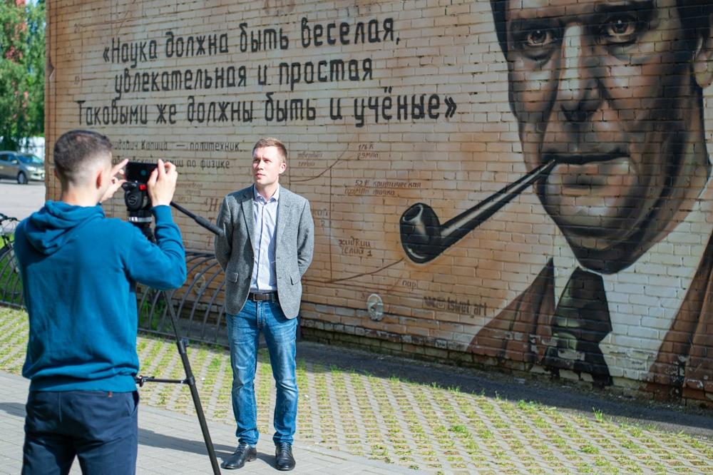 Проректор по делам молодежи СПбПУ Максим ПАШОЛИКОВ в прямом эфире телеканала «Санкт-Петербург»