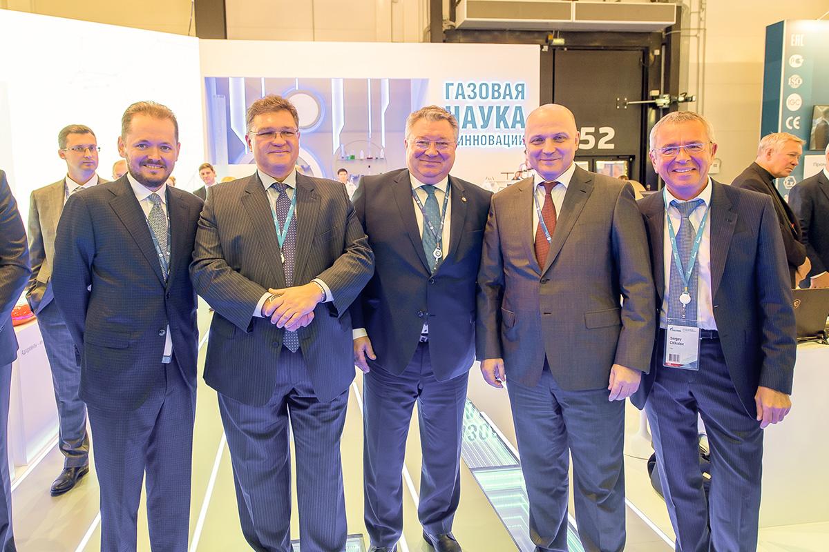 Олег Аксютин и Андрей Рудской (на фото – второй и третий справа) – на IX Петербургском международном газовом форуме