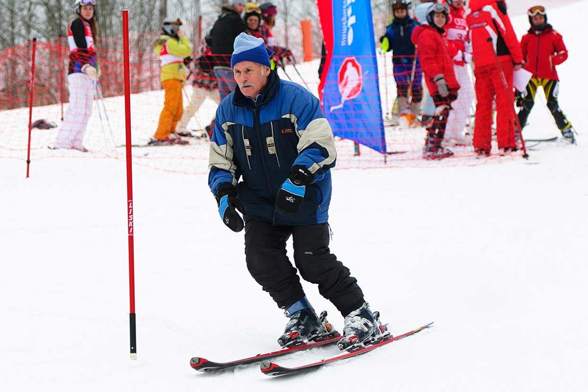 В горных лыжах Н.М. Звереву больше всего нравятся горы, ощущение скорости, снега, соревновательные моменты